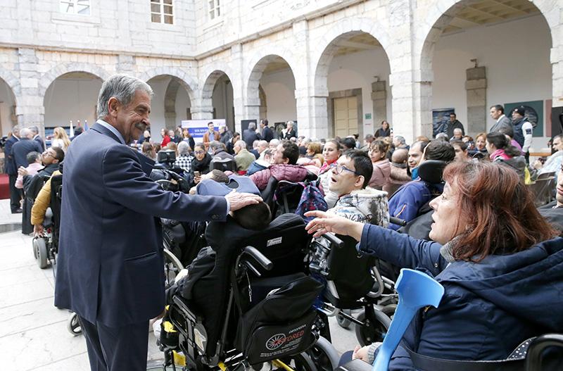 Enlace a Revilla reafirma el compromiso de Cantabria con la dependencia y denuncia la infrafinanciación del Estado